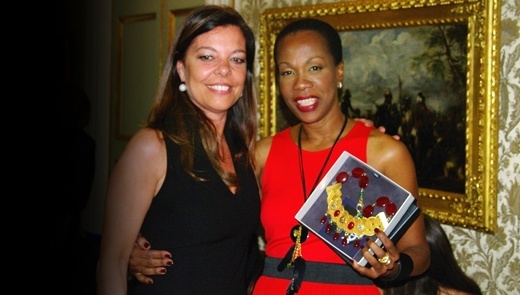 Barbara Cardamone con Magalie Racine, rappresentante della Premiere Dame d'Haiti